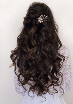 Quince Hairstyles, Prom Hairstyles For Long Hair, Fancy Hairstyles, Prom Hairstyles Half Up Half Down, Wedding Hairstyles For Curly Hair, Curly Wedding Hairstyles, Hairstyles For Bridesmaids, Simple Elegant Hairstyles, Bridesmaid Long Hair