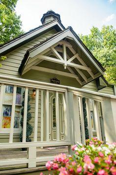 Graceland Wedding Chapel - Wedding Venues in Memphis TN - Chapel in the Woods