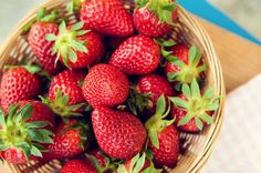 Strawberries are possibly the most irresistible and beautiful fruits. Everything about the strawberry be it color, texture or flavor is appealing which. Strawberry Health Benefits, Spinach Nutrition Facts, Pasta Nutrition, Nutrition Classes, Olives, Ground Turkey Nutrition, Homemade Limoncello, Skin Care Home Remedies, Plants