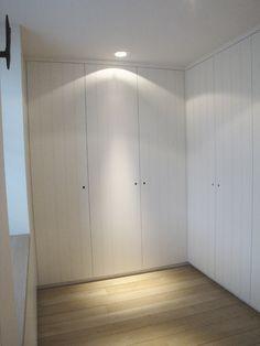 Home Design Decor, Modern Interior Design, House Design, Home Decor, Bedroom Color Schemes, Bedroom Colors, Built In Robes, Dressing Room Design, Cottage Door