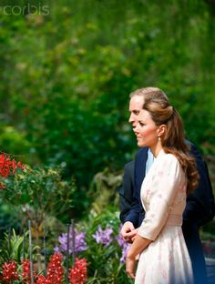 Prince william et Kate Middleton en Jenny Packham à Singapour le 11 septembre 2012 dans sa robe kimono fleurie