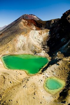 #NewZealand's best day hike – The Tongariro Alpine Crossing - is located near Taupo in the middle of the North Island and gives you brilliant views of Mordor! #LOTR #Hobbit #SDCC