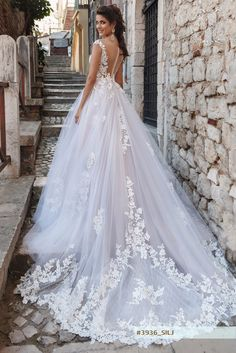 SILJ wedding dress by STREKKOZA