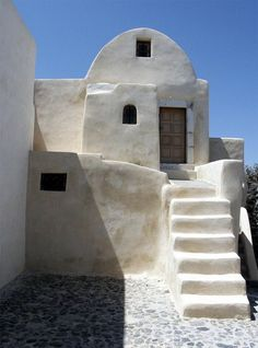 This is one of traditional houses of Santorini, Greece. It was built from volcanic rocks and painted to white color. The stree also paved by volcanic rocks. there are no any other building materials on the island. Greece Architecture, Mediterranean Architecture, Vernacular Architecture, Organic Architecture, Mediterranean Homes, Beautiful Architecture, Architecture Design, White Building, Natural Building