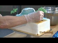 In this video, Peggy Mize shows you how to create an ocean wave cake that can become the backdrop for any number of beach-themed cakes. Cakes To Make, How To Make Cake, Cake Decorating Techniques, Cake Decorating Tutorials, Cookie Decorating, Decorating Ideas, Beach Themed Cakes, Beach Cakes, Fondant Cake Tutorial