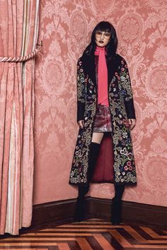 Alice + Olivia Fall 2017 Ready-to-Wear Fashion Show Collection Fall Fashion Trends, Fashion Week, Fashion 2017, Runway Fashion, Alice Olivia, Modern Fashion, High Fashion, Fashion Show Collection, Facon
