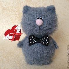 Котенок Валентинкин. - серый,вязаные коты,вязаная игрушка,авторская игрушка Sock Animals, Crochet Animals, Crochet Toys, Knit Crochet, Pet Toys, Doll Toys, Hobbies And Crafts, Diy And Crafts, Gato Crochet