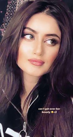Sajal Ali, Girl Sketch, Pakistani Actress, Girls Dp, Outfit Goals, Girl Face, Cute Couples, Henna, My Girl