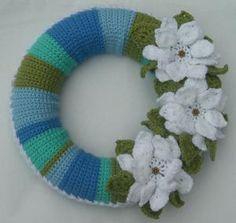 15 Spring Wreaths You Can Crochet Big flowers bring springtime to this crochet wreath. Crochet Puff Flower, Easter Crochet, Crochet Flower Patterns, Crochet Flowers, Holiday Crochet, Crochet Home, Crochet Crafts, Crochet Projects, Irish Crochet