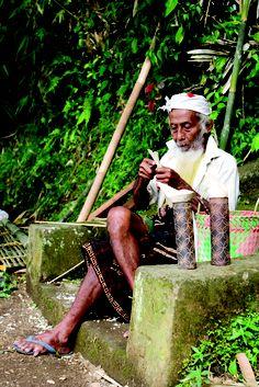 Old man brading - Bali
