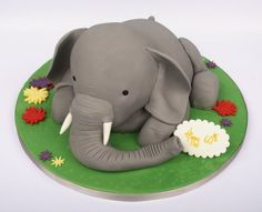 Would love to be able to make this for Audrey's birthday party! Elephant Birthday Cakes, Elephant Cakes, Happy Birthday Cakes, Cake Birthday, Birthday Bash, Africa Cake, Elephant Food, Pink Elephant, Safari Cakes