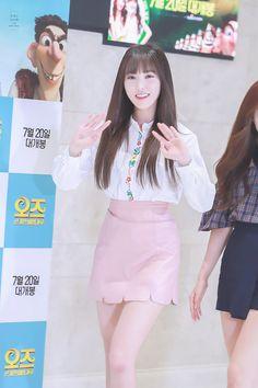 Gfriend's Power Vocal: Yuju, The Official Thread Voice Type, Gfriend Yuju, G Friend, Girlfriends, Thighs, High Waisted Skirt, Korea, Female, Beauty