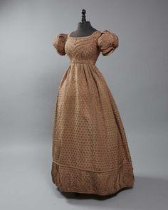 1820-25, Nachmittagskleid aus (broschierter?) Seide, Frankreich?