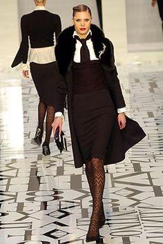 Valentino Fall 2004 Ready-to-Wear Fashion Show - Adina Fohlin