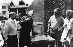 Actor Donald Pleasence, actor Dick Warlock in his 'Michael Myers,' costume, and Jamie Lee Curtis goofing off at a hospitality table behind the scenes of John Carpenter's 1981 film, 'Halloween II. Jamie Lee Curtis, Halloween 2 1981, Halloween Film, Halloween Photos, Halloween Signs, Scary Halloween, Donald Pleasence, Michael Bolton, Anthony Kiedis