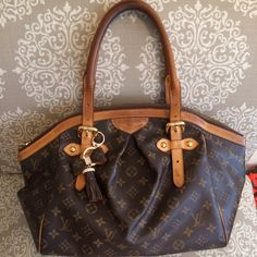 louis vuitton tivoli GM louis vuitton tivoli GM, regular use , some wear on the corner but nothing major, no crack no damage . Louis Vuitton Bags Shoulder Bags