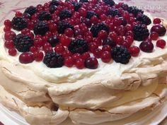 10 svetových dezertov podľa našich Varecháčov - Magazín Mini Pavlova, Meringue Pavlova, Hungarian Recipes, Baking And Pastry, Nutella, Cake Recipes, Waffles, Cheesecake, Deserts