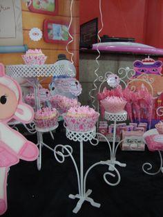 Golosinas personalizadas, vajilla decorativa y expositora, banner y muchas cosas mas !! dulcineaeventos@hotmail.com  153-415-0711