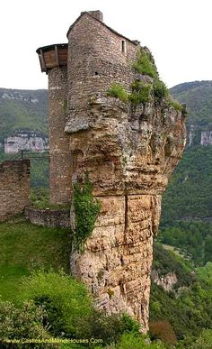 Château de Peyrelade, Rivière-sur-Tarn, Aveyron, France.... http://www.castlesandmanorhouses.com/photos.htm ... A castle existed here at least as far back as the 12th century. Thanks to its position controlling the entrance to the Gorges du Tarn, it was one of the most important castles in the Rouergue province. It was the scene of incessant battles and sieges until 1633 when it was dismantled on the orders of Cardinal Richelieu.