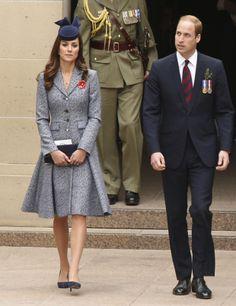 Pour Anzac Day, Kate porte une robe chinée bleue et blanche