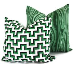 Add a Pop O Emerald Green to your room with this pillow cover. Stunning bright green malachite print is a great way to bring a bit of color to your