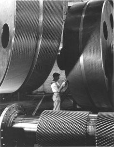 photographer Alfred Eisenstaedt - General Electric Turbine Plant (1948)