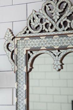 Soft and Feminine Decor Mirror Artwork, Cool Mirrors, Mirror Mirror, Mirror Image, Marocco Interior, Macarons, Lustre Vintage, Moroccan Mirror, Feminine Decor