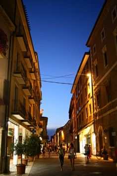 Rimini, Italy, just 3 months and I am there again! Great Places, Places Ive Been, Old Town Italy, Rimini Italy, Beautiful World, 3 Months, Travel Inspiration, Travelling, Tourism