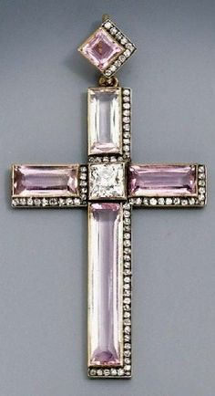 Fabergé. A jewelled gold-mounted pendant cross. Diamonds and pink topaz. Work-master N. Chistyakov, 1908 – 1917. It belonged to Grand Duchess Xenia Alexandrovna (sister of Emperor Nicholas II), later – to her daughter Princess Irina Alexandrovna Yusupova.