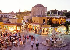 Ride colorfully in Rhodes, through the town and the Argykastron Square. Places To See, Places Ive Been, Western Philosophy, Karpathos, Go Greek, Ancient Greece, Wonderful Places, Athens, Travel Pictures