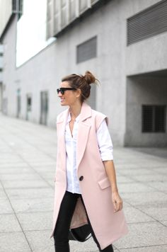 Sleeveless+Trend:+Silvia+Garcia+is+wearing+a+pink+vest+from+Gat+Rimon