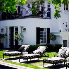 Outdoor elegance of black and white!