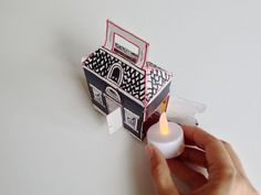 How to make light-up cereal box spooky houses Pen And Paper, Diy Paper, Paper Crafts, Fun Crafts For Kids, Arts And Crafts Projects, Spooky House, Glitter Houses, Putz Houses, Haunted Houses