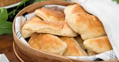 Baka underbart gott potatisbröd – här är bästa receptet | Land.se Our Daily Bread, Land, Hot Dog Buns, Hamburger, Food And Drink, Snacks, Breakfast, Breakfast Cafe, Appetizers