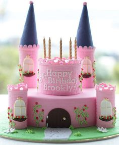 Paso a paso pastel con forma de castillo 5th Birthday Cakes For Girls, Sofia The First Birthday Cake, Castle Birthday Cakes, 4th Birthday Parties, Castle Cakes, Fondant Cakes, Cupcake Cakes, Disney Princess Cupcakes, Doctor Cake