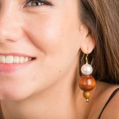 Envie de vous faire plaisir? découvrez GAIA, des boucles doreilles en bois et perles deau douce...