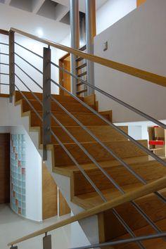 Escalera y barandal, llegada planta alta
