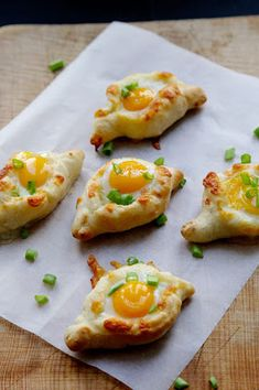 On Dine chez Nanou: Mini kachapuri aux oeufs de caille pour un apéritif dinatoire Quail Recipes, Wine Recipes, How To Cook Eggs, Appetisers, Food Festival, Mediterranean Recipes, Soul Food, Food Inspiration, Appetizer Recipes