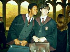 Alfie Enoch Dean Thomas and Matthew Lewis Neville Longbottom Images Harry Potter, Harry Potter Cast, Harry Potter Love, Harry Potter Universal, Harry Potter World, Dean Thomas Harry Potter, Matthew Lewis, Ron Weasley, Weasley Twins