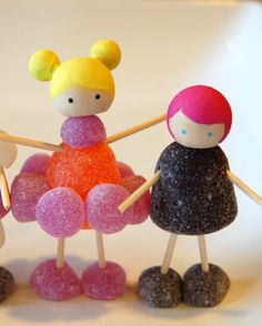 restlessrisa: GUMDROP PEOPLE and game printable! Weather you make them for a family game night, or a party activity/favor, or even a rainy day craft, these gumdrop people are guaranteed to please! Gingerbread House Parties, Christmas Gingerbread House, Christmas Treats, Christmas Baking, Christmas Tree Decorations, Christmas Cookies, Christmas Time, Candy For Gingerbread Houses, Gingerbread Village