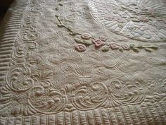 exquisite quilting ~~~ by TraceyB ….. Rose Bouquet~ lots of large open spaces with some lovely soft applique to work with. Her version of McTavishing, radiating lines