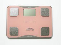Analizator składu ciała Tanita BC 718, dostępny w trzech kolorach: różowym, białym i brązowym, jest przeznaczony dla osób prowadzących zdrowy styl życia lub osób które w zdrowy dla organizmu sposób chcą pozbyć się nadmiaru kilogramów. Eleganckie wykończenie, rzetelne wyniki pomiarów składowych ciała.