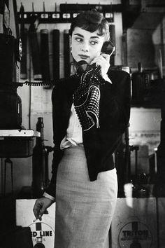Best Audrey Hepburn Style In 2017 67 - Fazhion Audrey Hepburn Outfit, Audrey Hepburn Mode, Audrey Hepburn Ballet, Audrey Hepburn Fashion, Glamour Hollywoodien, Hollywood Glamour, Classic Hollywood, Vintage Beauty, Vintage Fashion