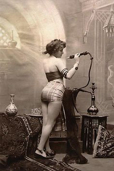 ☤ MD ☞✪ Writing Women's History: Dope girl - a New York opium den in the Vintage Pictures, Old Pictures, Old Photos, Fotografia Retro, Opium Den, Pin Up, Hookahs, Glamour, Women In History