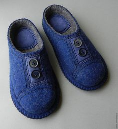 Faith Shoes, Felt Boots, Wool Shoes, Clog Boots, Funky Socks, Felted Slippers, Crochet Shoes, How To Make Shoes, Sandro