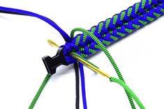 The Mermaid und Tutorial Paracord Bracelet Instructions, Paracord Bracelet Designs, Paracord Bracelets, Bracelet Tutorial, Survival Bracelets, Girl Scout Swap, Girl Scout Leader, Bubble Dog, Paracord Dog Leash