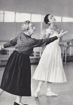 """Tamara Karsavina rehearsing Margot Fonteyn for 'Le Spectre de la Rose'. In a documentary about Fonteyn, Nureyev said that they danced with """"one body, one soul"""" and that Margot was """"all he had, only her. Margot Fonteyn, Vintage Ballet, Shall We Dance, Lets Dance, Modern Dance, Ballet Russe, Tamara, Rudolf Nureyev, Dance Like No One Is Watching"""