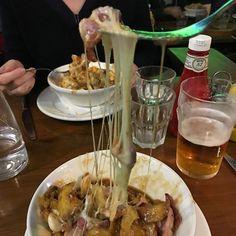 Pour faire plaisir à ma blonde La Table dOgre a accepté daller dans un restaurant à poutine.