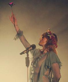 Florence + the Machine Fotos de Florence Welch Tattoo, Florence Welch Style, Into The Wild, Kari Jobe, Sara Bareilles, Pentatonix, Indie, Florence The Machines, Musa