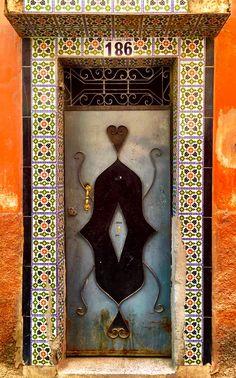 Marrakech, Marruecos Grand Entrance, Entrance Doors, Doorway, Moroccan Art, Moroccan Design, Cool Doors, Unique Doors, Portal, Arched Windows